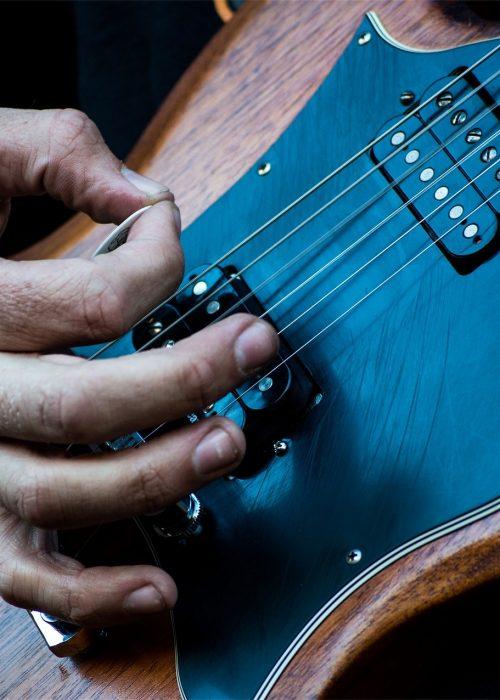 electric-guitar-926645_1920